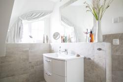 Duschbad mit Sauna im Obergeschoss